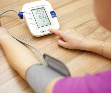 Pergunta clínica: os utentes com risco cardiovascular intermédio e sem doença cardiovascular conhecida beneficiam de medicação com fármacos anti-hipertensores?