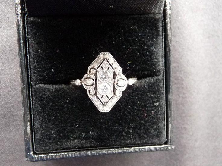 """20 вопрос. Моё единственное украшение, которое можно будет подарить, это помолвочное колечко 1920х годов. Не думаю, что у меня появятся другие """"приличные"""" украшения))"""