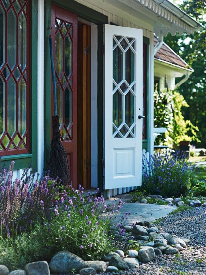 Country style from the south west of Sweden: http://www.alltihemmet.se/Artiklar/Lantlig-inredning-i-Halland/