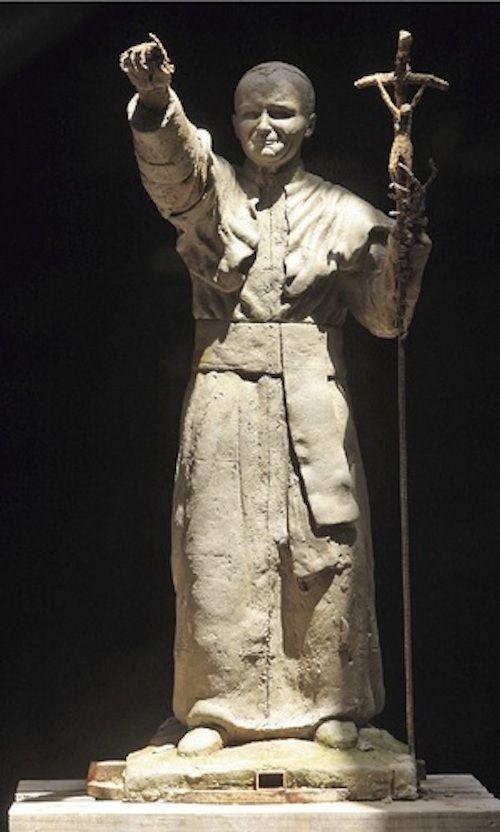 Enfin, à Puente Alto au Chili, une statue de 13,50 mètres devrait dans les tous prochains jours être inaugurée.  DIAPORAMA : TOUR DU MONDE DES 20 STATUES DE JEAN PAUL II  http://www.lumieresdelaville.net/2014/04/27/tour-du-monde-des-statues-de-jean-paul-ii/  #canonisationsRome2014 #canonisations #vatican #canonization
