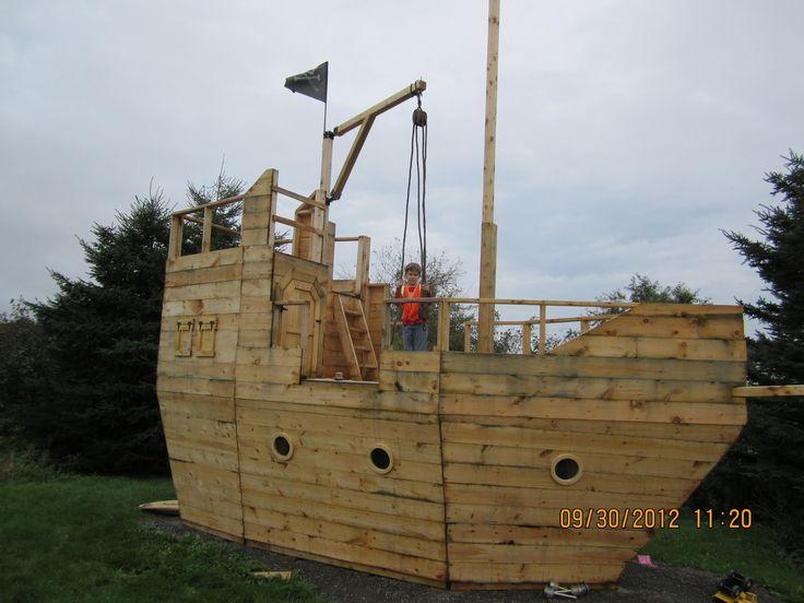 Backyard Pirate Ship Playhouse - rained out - AGAIN   Haus