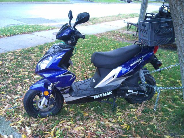 Daymak Niagara Gas Powered Scooter - http://www.gezn.com/daymak-niagara-gas-powered-scooter.html