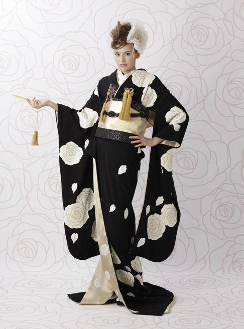 伝統の黒を軽やかに自分らしく表現したい人にピッタリ!個性的でモダンな色打掛の参照一覧まとめ。