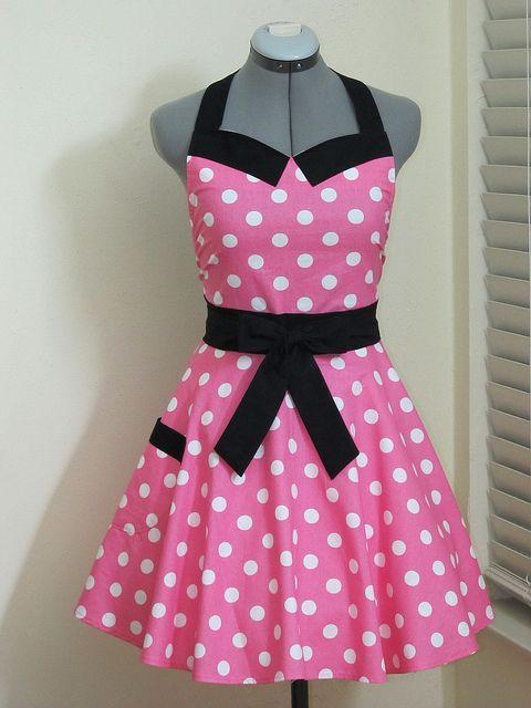 Delantal en tela de lunares con fondo rosa. Minnie Mouse Apron.