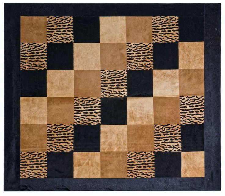 Tapete decorativo African-Leather Ref Azande. Este es uno de los muchos diseños que te damos para que tu puedas personalizarlos. Juega con los colores, diseños y tamaños y crea con nosotros lo que imaginas. African Leather Tapetes. Medellín Colombia. Cowhide rugs. Tapes de cuero en pelo. Cowhide Patchwork Rugs