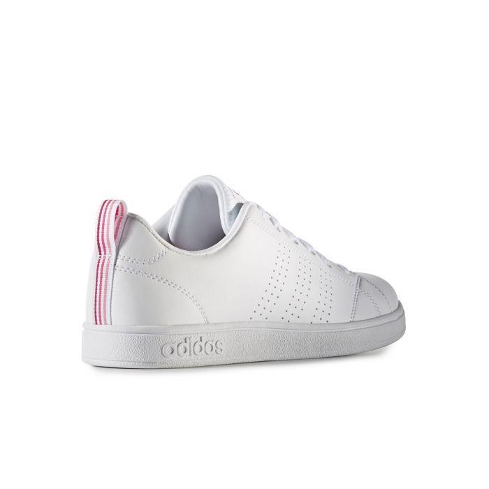 Naisten valkoiset Adidas Advantage Clean -vapaa-ajan kengät on muotoiltu kivasti. Sivulla on kolme raitaa rei'itettyä. Ostoksille!