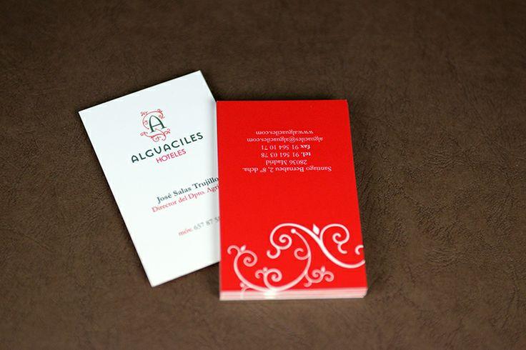 Varios ejemplares de tarjetas de visita de Alguaciles Hoteles como muestra de aplicación de uno de los mejores logotipos de hoteles. Tea for two - identidad corporativa.