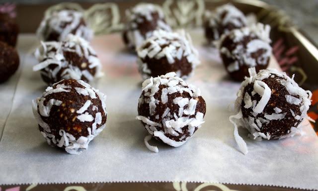 Sparrows & Spatulas: Swedish Chokladbollar (Chocolate Balls)-- tomorrow afternoon for St. Lucia Day.