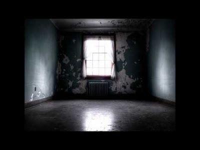 "[...] Non domandarci la formula che mondi possa aprirti [...]: ""Overlove"", Alessandra Minervini - La stanza vuota..."