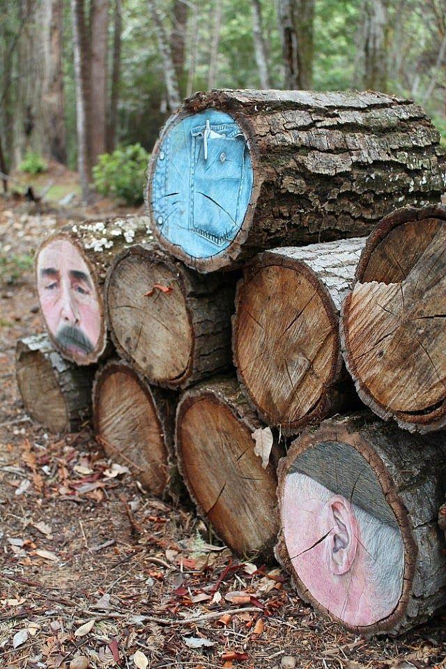Portraits dessinés sur Tronçons d'arbre et des journaux d'explorer la nature transitoire des choses