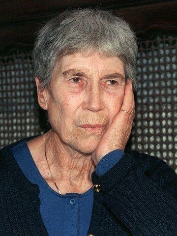 Natalia Levi (1916-1991), nota con il cognome del primo marito, il letterato Leone Ginzburg, che morí a Roma durante la Resistenza ai nazifascisti.