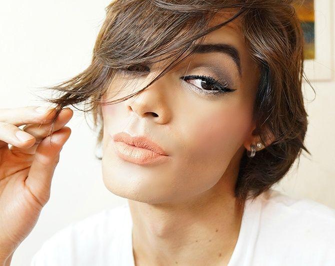 Make cara de rica 2! Nessa versão optei por mostrar com o batom matte 'Nude Chic' da @eudoraoficial... 😍 Gostaram? <3 Na versão anterior, usei o 'Rosa Balada' da @avonbrasil.... 😊😘 me sigam no insta @rickblogms #makeup #maquiagem #mua #eyeshadow