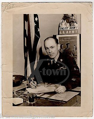 US ARMY RECRUITMENT CENTER POSTERS SERGEANT VINTAGE WWII MILITARY FILE PHOTO