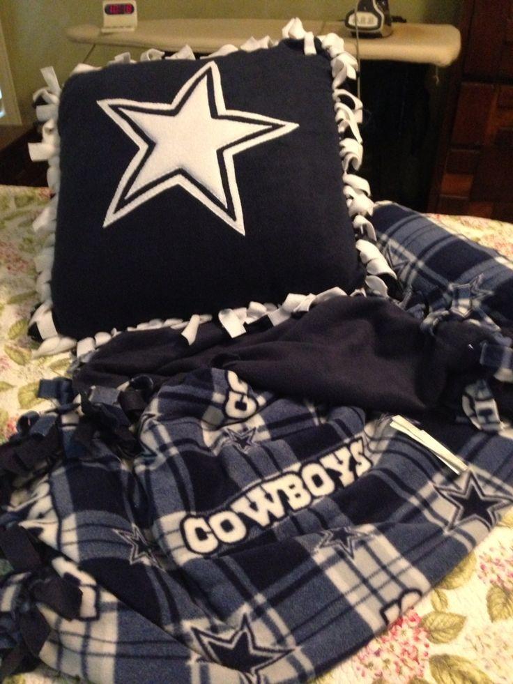 Dallas Cowboy no sew fleece blanket with matching pillow. & Best 25+ Dallas cowboys blanket ideas on Pinterest | Dallas ... pillowsntoast.com