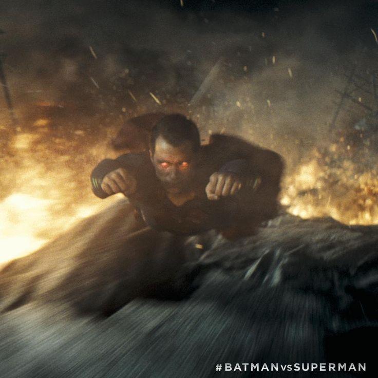 As capas vermelhas estão vindo. #BatmanvsSuperman #AlwaysHenryCavillBrasil (Créditos na imagem)