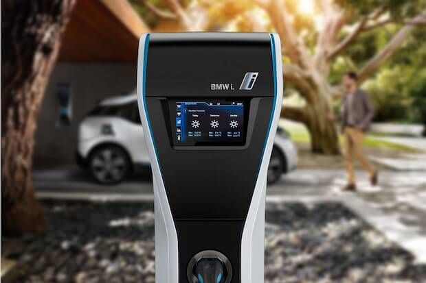BMW i und Loxone bauen Ihr privates E-Tankstellennetz  Mit BMW i Wallbox Pro und dem E-Mobility Starter Kit von Loxone zur intelligenten E-Schnell-Ladestation.  Mit der Integration der Elektro-Zapfsäulen von BMW i in die Smart Home Lösung von Loxone kann das entstehende private BMW Tankstellennetz neue Impulse für die Elektromobilität bringen.   #smarthome #smart home #loxone #bmw #tech #eauto #ecar #auto