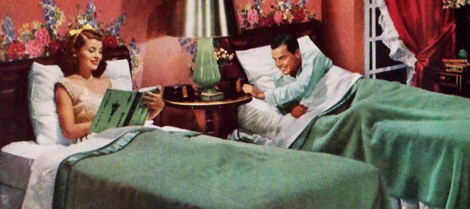 Faire chambre à part lorsque l'on est un couple n'est plus un secret d'alcôve… Aux États-Unis, 20 % des couples ne dorment pas dans le même lit. Chez nous on ne l'avoue pas, mais sous prétexte de ronflements certains d'entre nous font aussi couette en solo. Est-ce pour autant un signe de mort du couple …