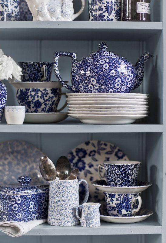 Blue Calico im blauen Mix. Der typische britische Dresser Look. www.kippax.de/Geschirr/Burleigh-Geschirr/