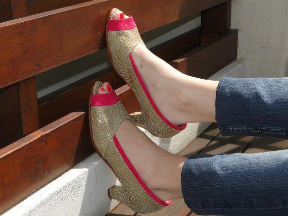 Mira este artículo en mi tienda de Etsy: https://www.etsy.com/es/listing/190775421/beige-and-silver-leather-shoes-handmade