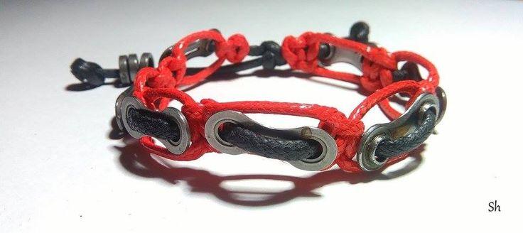 Dla miłośników jednośladów :)  Do wykonania bransoletki użyto elementów łańcucha rowerowego. Czas wykonania 15 minut