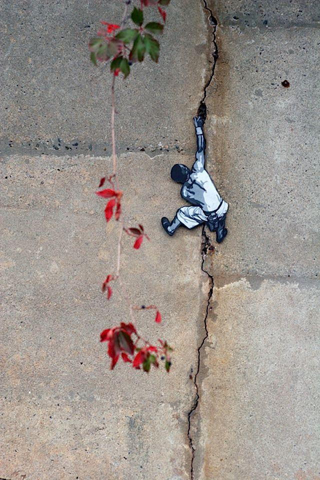 Streetart auf einem ganz anderen Level: der aus New York kommende Streetartist Joe Iurato stellt Miniatur-Holz-Cutouts her, die im Stencil-Stil bemalt und dann überall in den Straßen und Parks von New York City platziert werden. Der Mann kommt aus dem Streetart-Bereich und hat in der Vergangenheit auch größere Pieces und Murals gemalt. Diese neuen Artworks basieren auf unterschiedlichen Erfahrungen aus... Weiterlesen