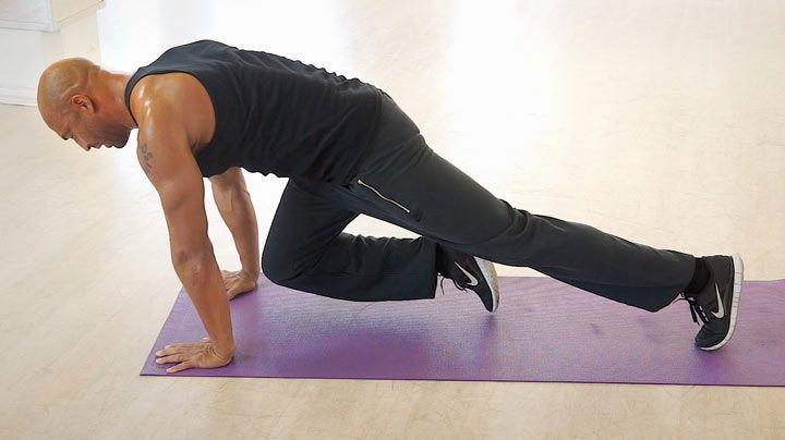 Detlef D! Soost zeigt, wie's geht: Effektives Training für Bauch und Taille - Ein flacher Bauch, eine schlanke Taille - davon träumen wir alle. Detlef D! Soost zeigt im Video eine der besten Übungen für gezieltes Bauchtraining. Der Bergsteiger im Unterarmstütz ist eine super effektive Übung...