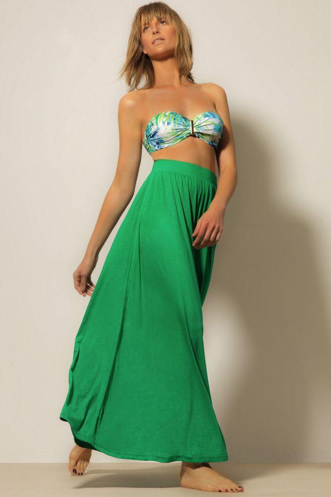 Calça pantalona: Saída de praia, feita em tecido de malha de algodão, tecido com caimento, modelagem bem ampla, e de cintura alta.