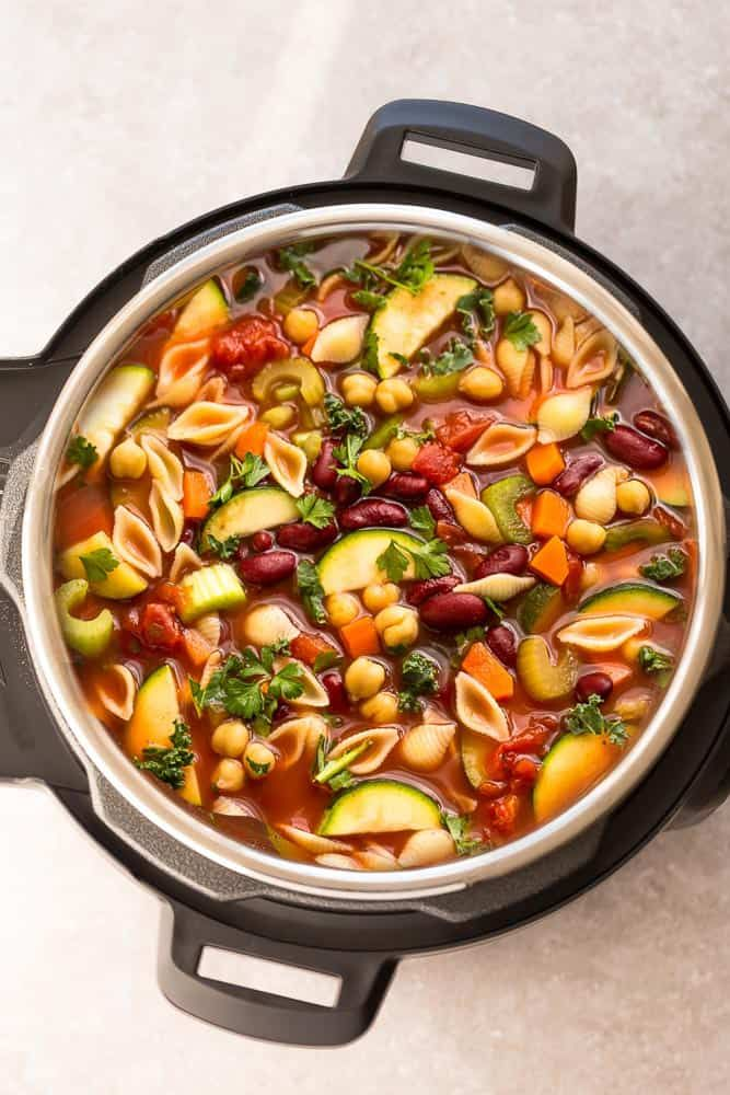 Instant Pot Minestrone Soup - the perfect hearty meal to warm you up. Best of all, a homemade copycat Olive Garden version loaded with yummy vegetables.