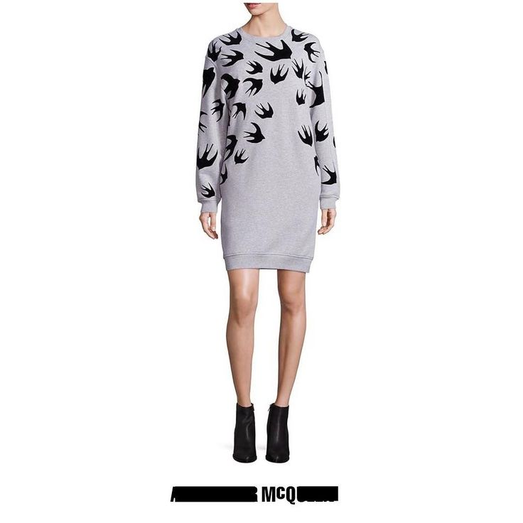 Серое платье-толстовка из хлопкового микса с принтом 'Swallow' от McQ Alexander McQueen. Круглый вырез под горло в рубчик боковые карманы длинные рукава подол и манжеты в рубчик короткая длина. #mcq #alexandermcqueen #dress #платье #luxury #brand #скидки #бутик #trend #fashion #style #бренды #musthave #sport #bestbrand #shopping #discount #kiev #luxuryshopping #luxuryclothing #like #cool #шопинг #киевшоппинг