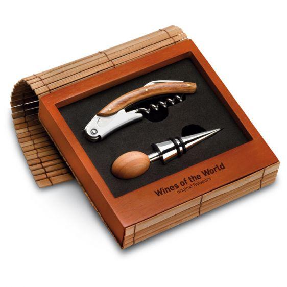 Set vino in confezione di legno e bamboo: 1 apribottiglie ed un tappo in acciaio inossidabile e legno. http://www.ibiscusgadget.it/prodotto/el-celler-set-vino/
