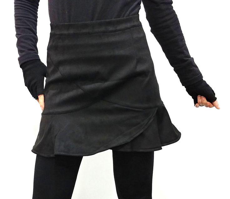 Mini falda de ante con volantes y cierre trasero con cremallera. #trastostattoo #ropa #falda #minifalda #minifaldaante #minifaldavolantes #faldavolantes #ropa #modaonline #ropaonline #modamujer #modajoven #online #shopping #shoppingonline