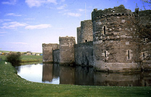 Description Beaumaris Castle - geograph.org.uk - 28577.jpg