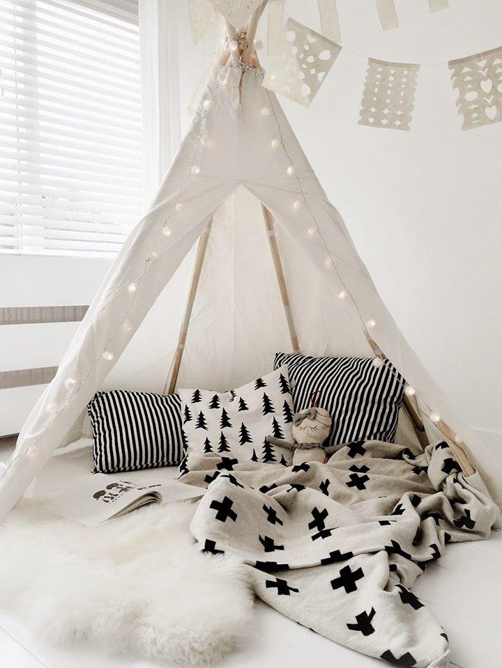Decoração de: Detalhes; almofadas de pinheiros p&b; Casa de Valentina