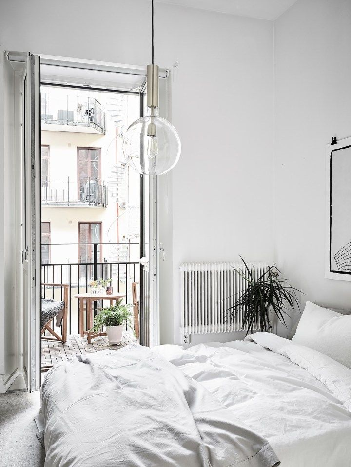 Post: Amplitud con blancos y neutros --> Amplitud con blancos y neutros, blog decoración nórdica, cocinas nórdicas modernas, decoración blanco, decoración pisos pequeños, interiores nórdicos, lámparas colgantes, planta semi abierta, techos altos