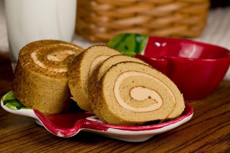 Il rotolo al tiramisù è un dolce delizioso che ricorda il classico tiramisù proposto in versione ancora più irresistibile. Vediamo insieme la ricetta per prepararlo insieme