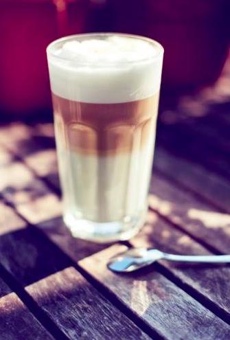 Un GRAND Latte pour une BONNE journée.