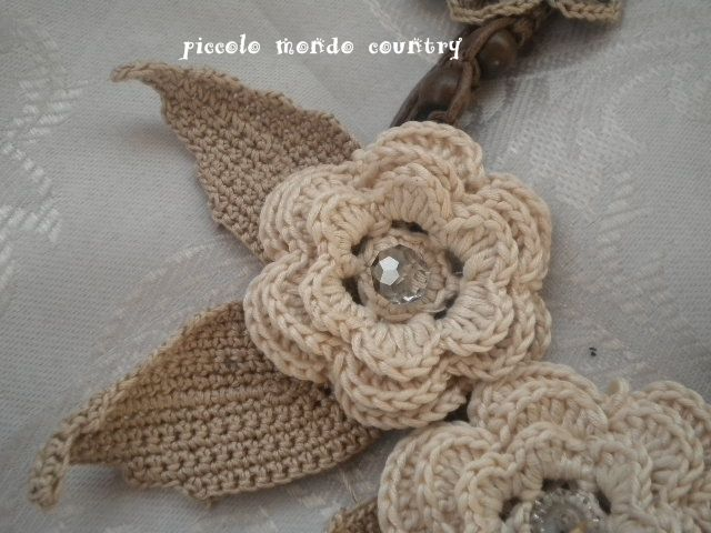 lovely country flowers and leaves - by PICCOLO MONDO COUNTRY: COLLANA UNCINETTO E CORDONCINO DI CUOIO