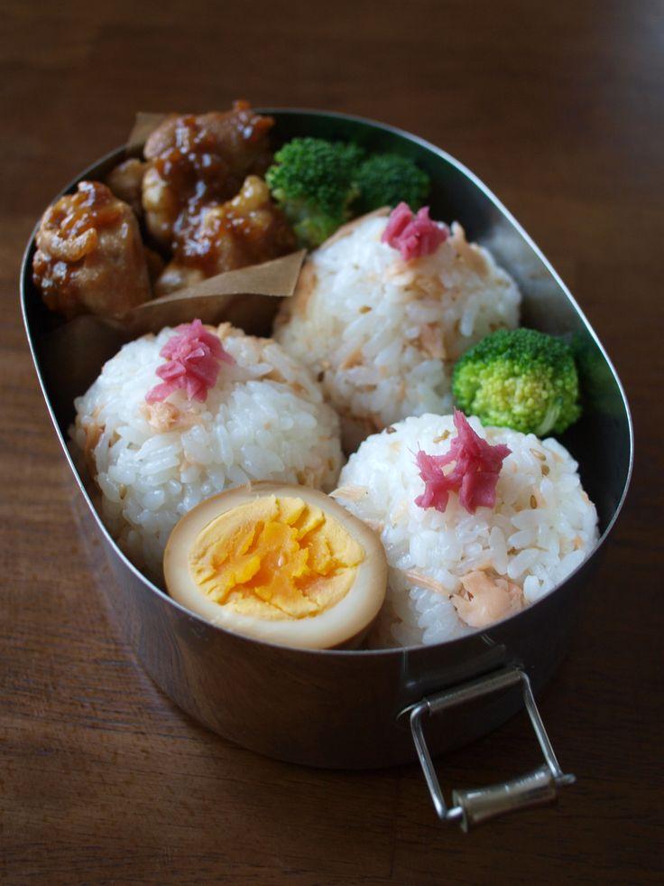 ・鶏肉の照り焼き煮 ・茹でブロッコリー ・煮卵