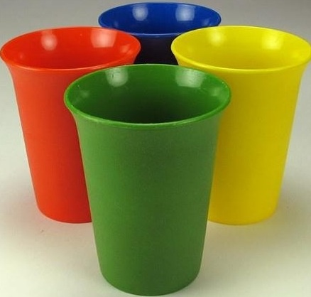 My favorite tupperware cup was (is) the yellow one. My bff loved it too :-) luckily both our moms had one