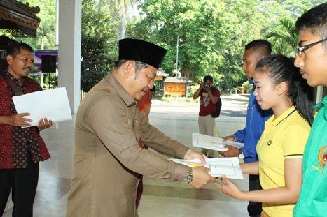 Tutup Porkab 2014, Bupati Sidoarjo Berikan Penghargaan Bagi Atlet Berprestasi