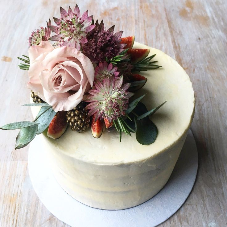 """Autumn-inspired single tier wedding cake: semi-naked lemon sponge with Swiss meringue buttercream {6""""}"""