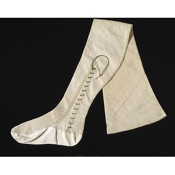 Men's Stockings 1670, British, Made of linen. Notice the little lace that allows it to fit snugly even if it is made of not-so-stretchy linen