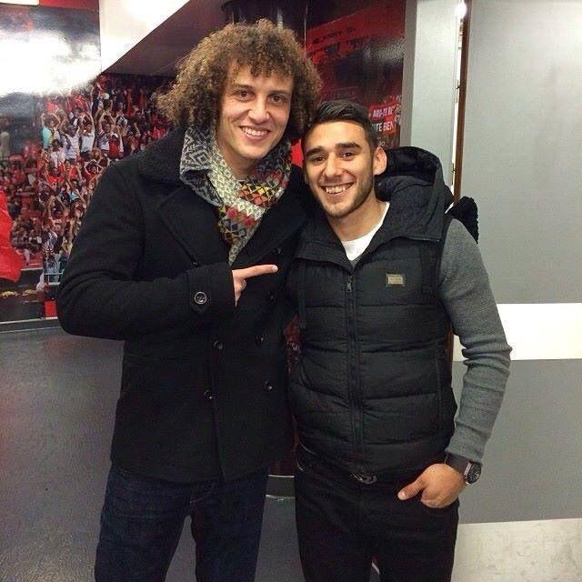 David Luiz regressou a casa para apoiar o seu Benfica e reencontrou o amigo Salvio.