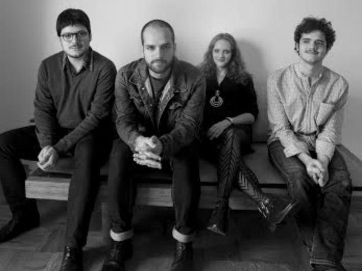 """om influências de funk, soul e psicodelia, o quarteto Garotas Suecas apresenta seu novo trabalho """"Feras Míticas"""" ao público da Choperia do Sesc Pompeia."""