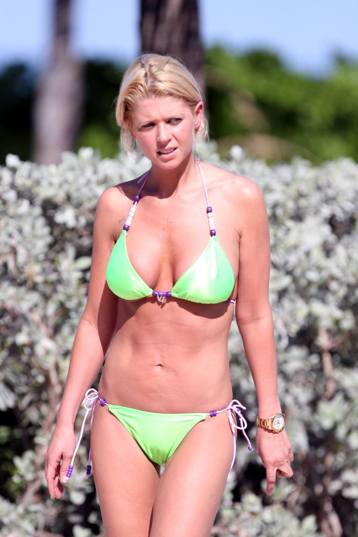 aAfkjfp01fo1i-23716/loc626/77205_Celebutopia-Tara_Reid_with_green_bikini_on_the_beach_in_Miami-32_122_626lo.jpg
