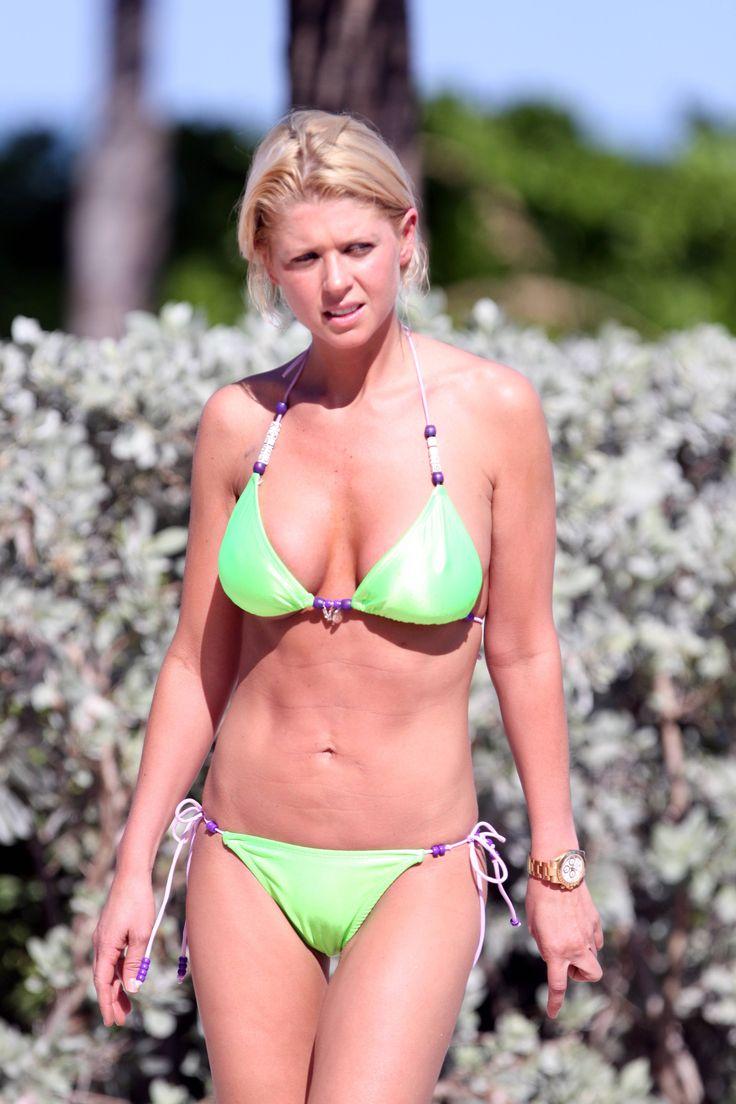 aAfkjfp01fo1i-23716/loc626/77205_Celebutopia-Tara_Reid_with_green_bikini_on_the_beach_in_Miami-32_122_626lo.jpg