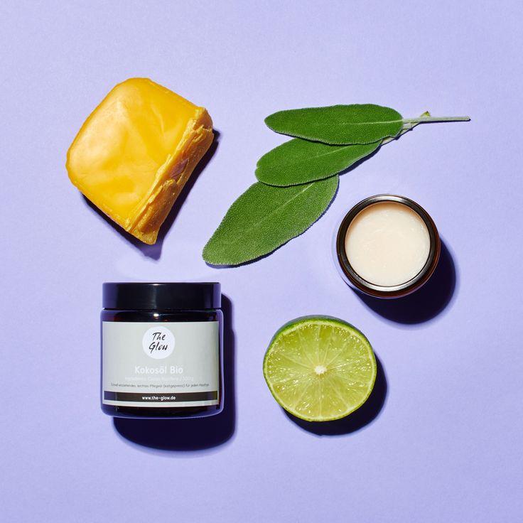 Einkomplett natürliches Deo, dass herrlich frisch nach Limette und Salbei duftet und zuverlässigvor Geruch schützt - ganz ohne schädliche Chemikalien!    Kokosöl und Natron wirken antibakteriell,Salbei hemmt die Schweissbildung und Limette kühlt mit seinem erfrischenden Duft. Das Rezept reicht für circa 3 Tiegel Deo!  Die Bag enthält:   20 g Bienenwachs  100 g Kokosöl Bio  100 g Natron  10 ml ätherisches Öl Limette  10 ml ätherisches Öl Salbei  1 Braunglas-Tiegel zum Abfüllen  Ihr…