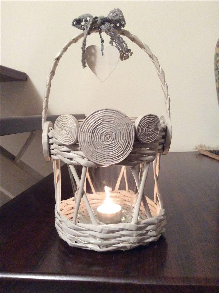 Lanterna realizzata con cannucce di carta