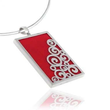 This is a double sided 925 silver pendant, featuring a rectangular shaped red coral stone on the one side and red coral gemstone, set in a Circle of Life design on the other. This ancient Greek symbol represents the infinity of things in the universe and the cyclical nature of life. A modern handmade silver pendant, which will make a beautiful and versatile addition to your personal collection.