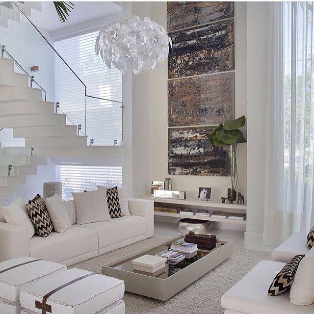 Quem não adoraria uma sala com pé direito alto? Um luxo!  @decoreinteriores {acessem www.decorcriative.com}